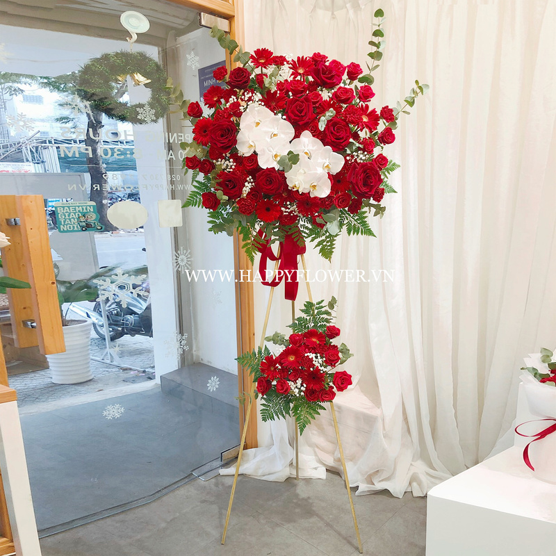 lẵng hoa hồng đỏ mix lan hồ điệp trắng 2 tầng