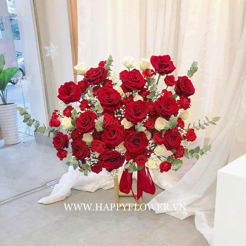 Lẵng hoa hồng màu đỏ và trắng đẹp