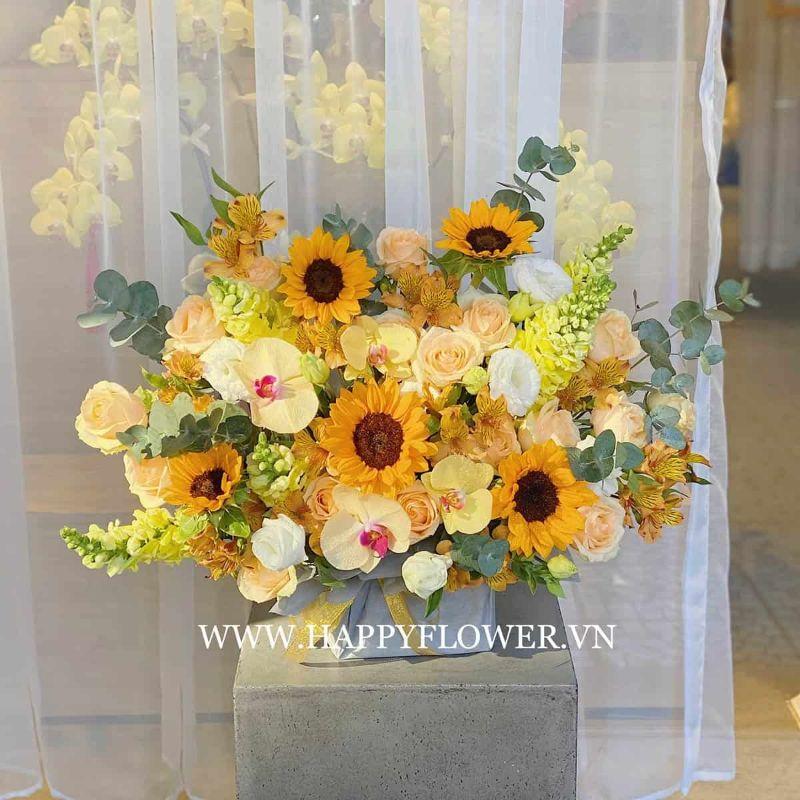 lẵng hoa hướng dương phối hoa hồng và hoa lan màu sắc