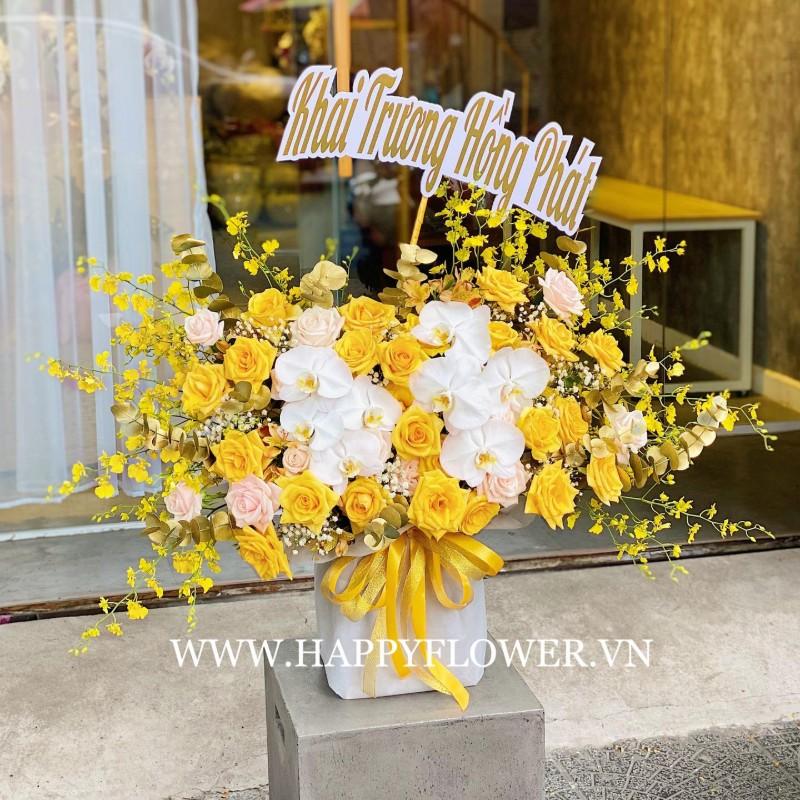 Hoa lan trắng, kết hợp hoa hồng vàng rực rỡ