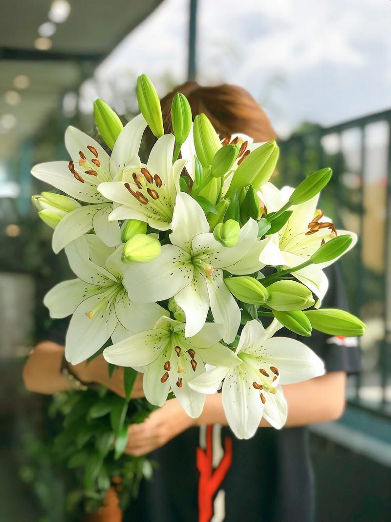 bó hoa ly trắng chúc mừng sinh nhật