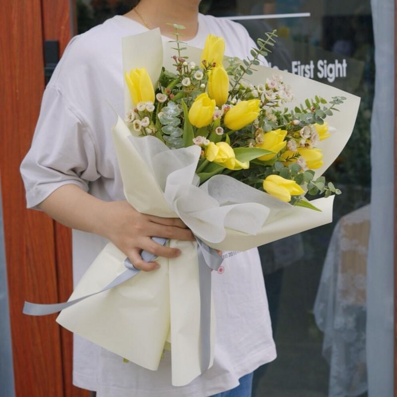 bó hoa tulip vàng chúc mừng sinh nhật