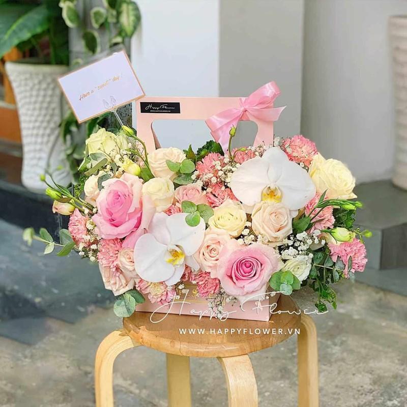 Giỏ hoa tặng sinh nhật màu trắng hồng tuyệt đẹp