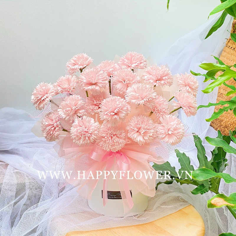Hộp hoa cẩm chướng đẹp lạ màu hồng nhạt