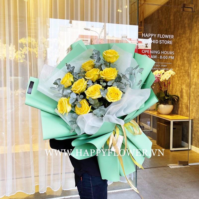 bó hoa hồng vàng kết hợp cùng lá bạc