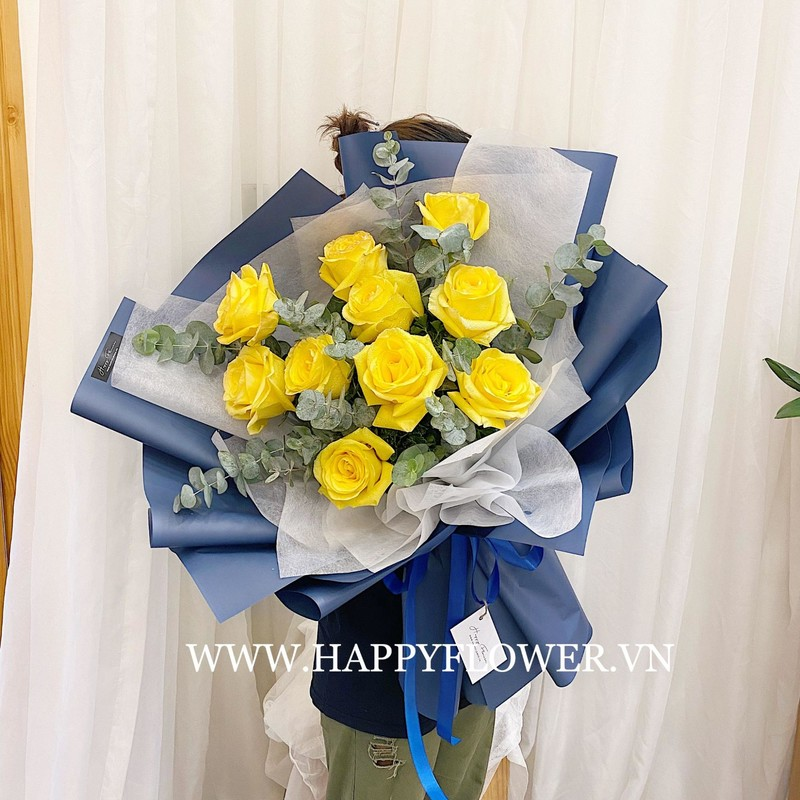 bó hoa hồng vàng Ecuador kết hợp cùng lá bạc nhập khẩu