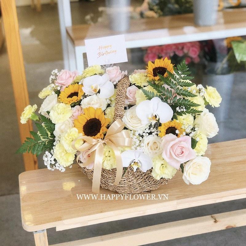 giỏ hoa hướng dương mix hoa hồng vàng và lan hồ điệp trắng