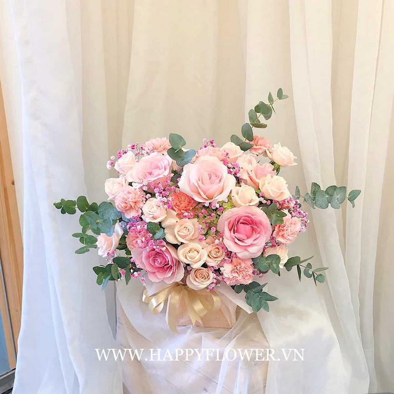 Giỏ hoa hồng màu hồng pastel