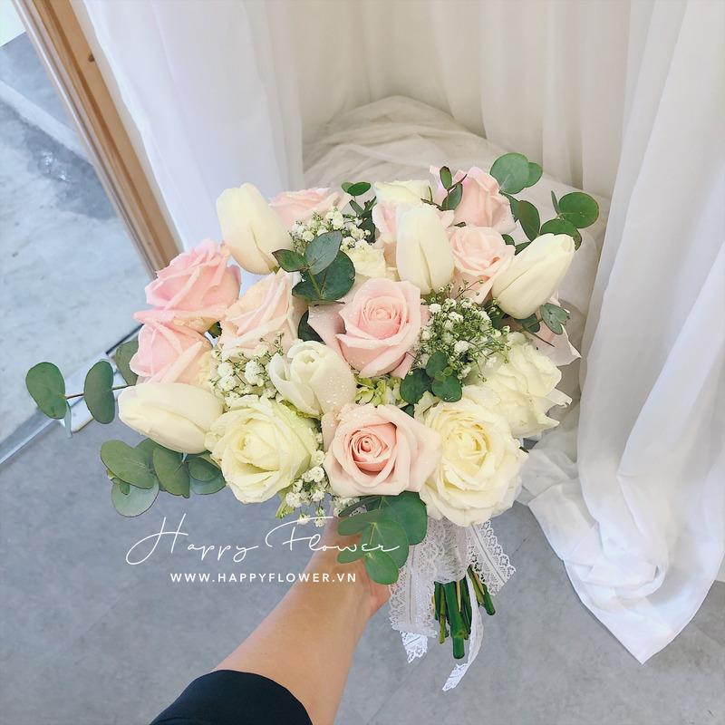 hoa cưới cầm tay hoa hồng mix hoa baby trắng