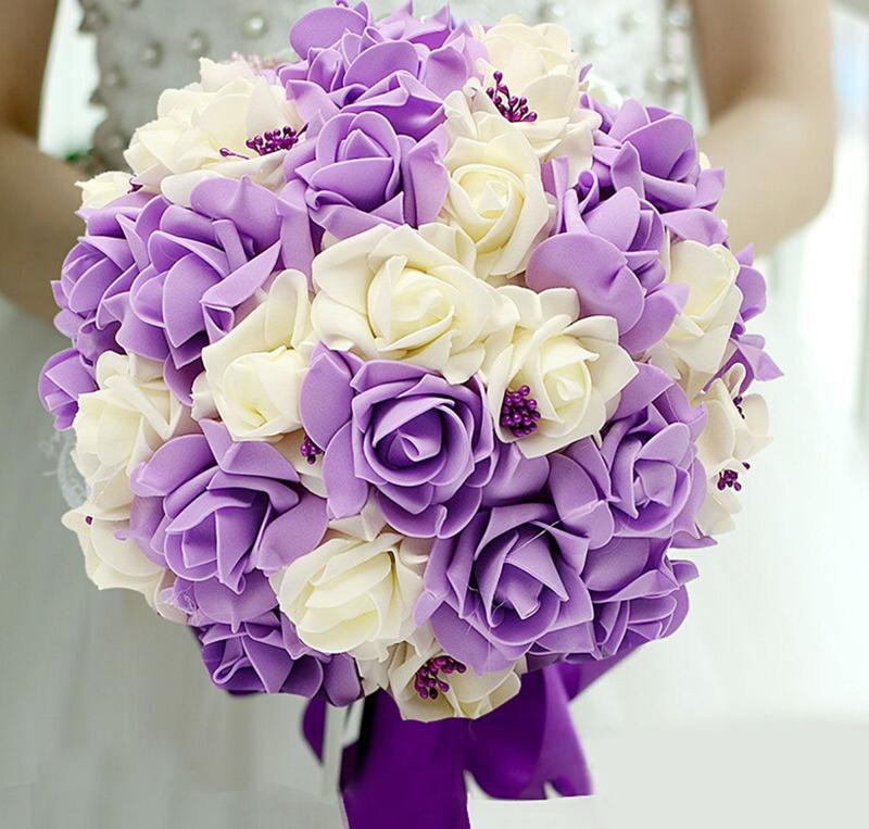 Bó hoa cưới cầm tay hoa hồng tím mix hoa hồng trắng