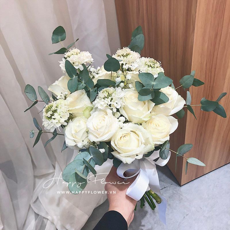 hoa cưới cầm tay hoa hồng trắng mix hoa baby