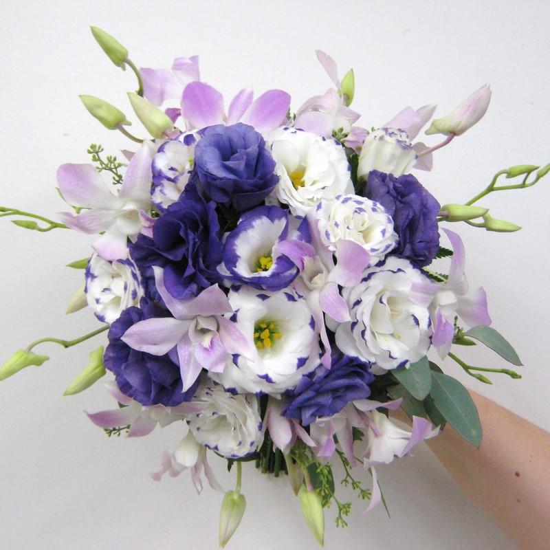 bó hoa cát tường cưới màu tím trắng