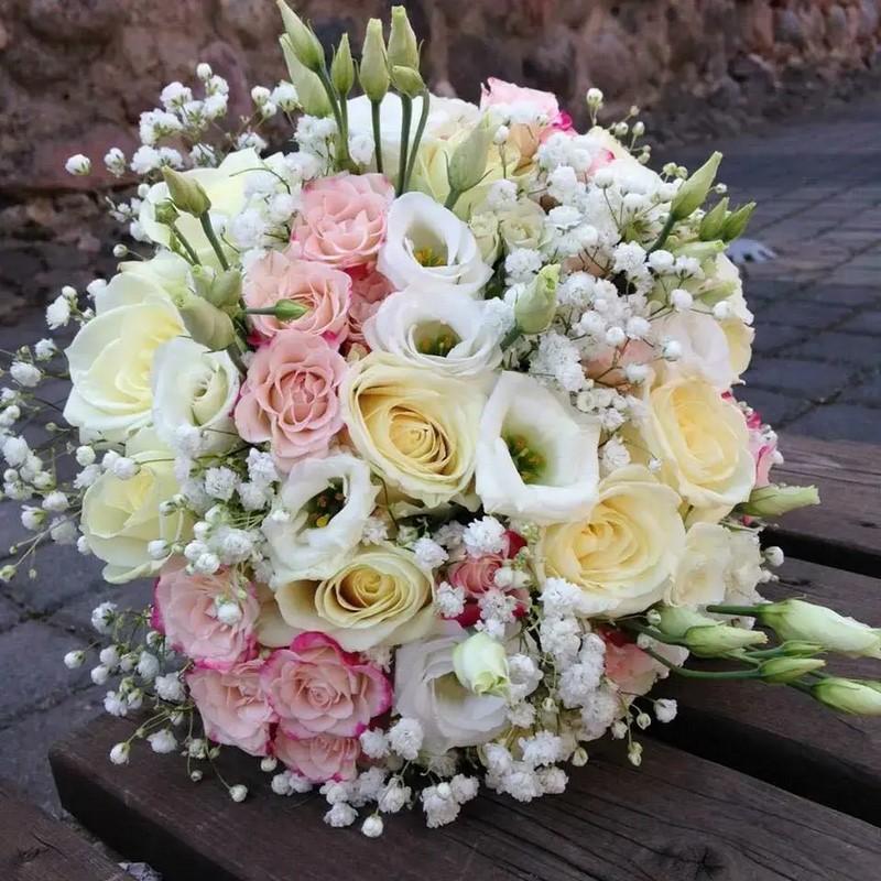hoa cát tường phối hoa baby và hoa hồng