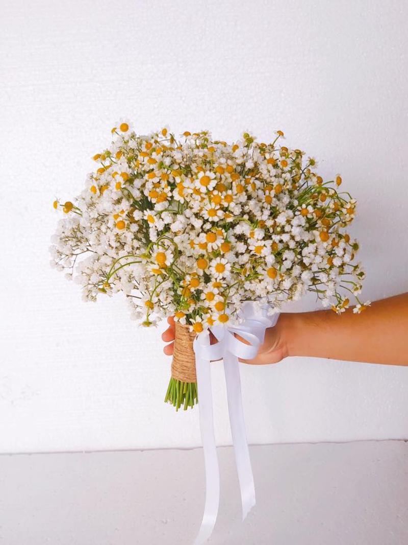 hoa cưới cầm tay cúc họa mi mix hoa baby trắng