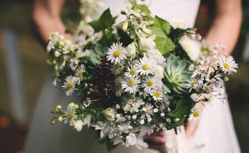 hoa cưới cầm tay mix sen đá phong cách thiên nhiên