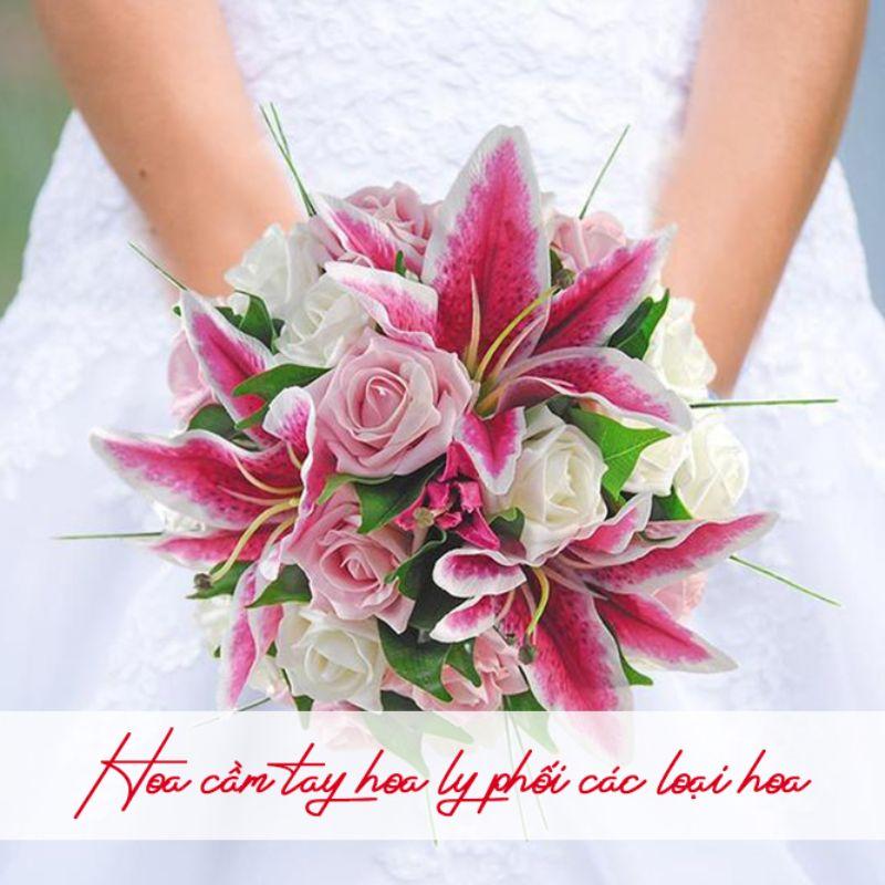 bó hoa cưới hoa ly màu hồng đỏ phối màu trắng