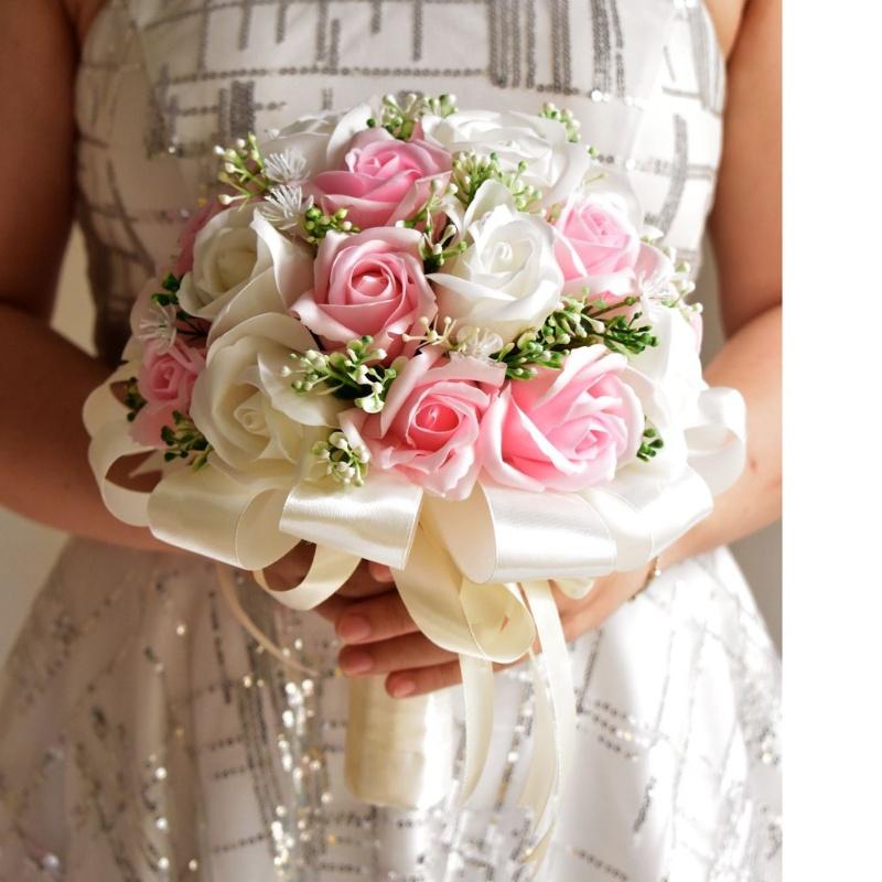 hoa cưới cầm tay kết bằng hoa hồng sáp