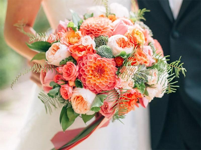 hoa cưới cầm tay nhập khẩu gam màu cam