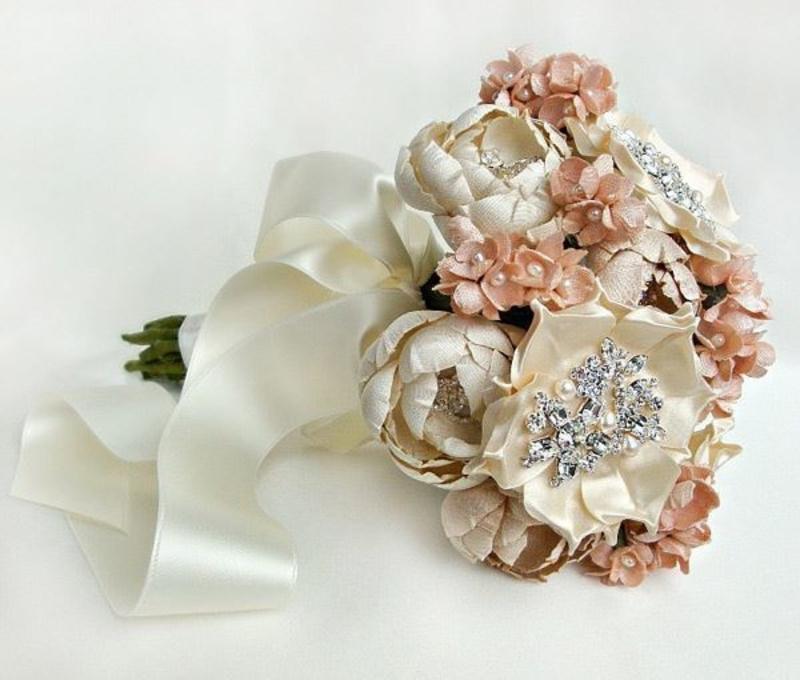 hoa cưới cầm tay làm bằng lụa