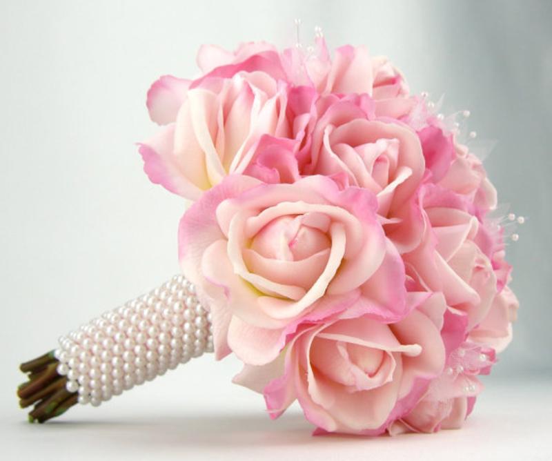hoa cưới cầm tay hoa hồng làm bằng vải