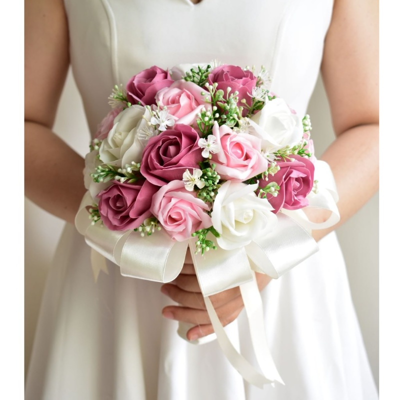 hoa cưới cầm tay hoa hồng làm bằng sáp thơm