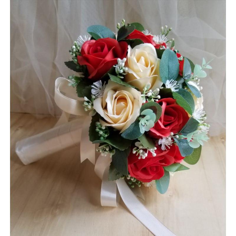 bó hoa cầm tay từ hoa sáp