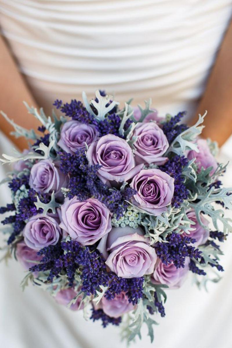 bó hoa cưới oải hương mix hoa hồng tím