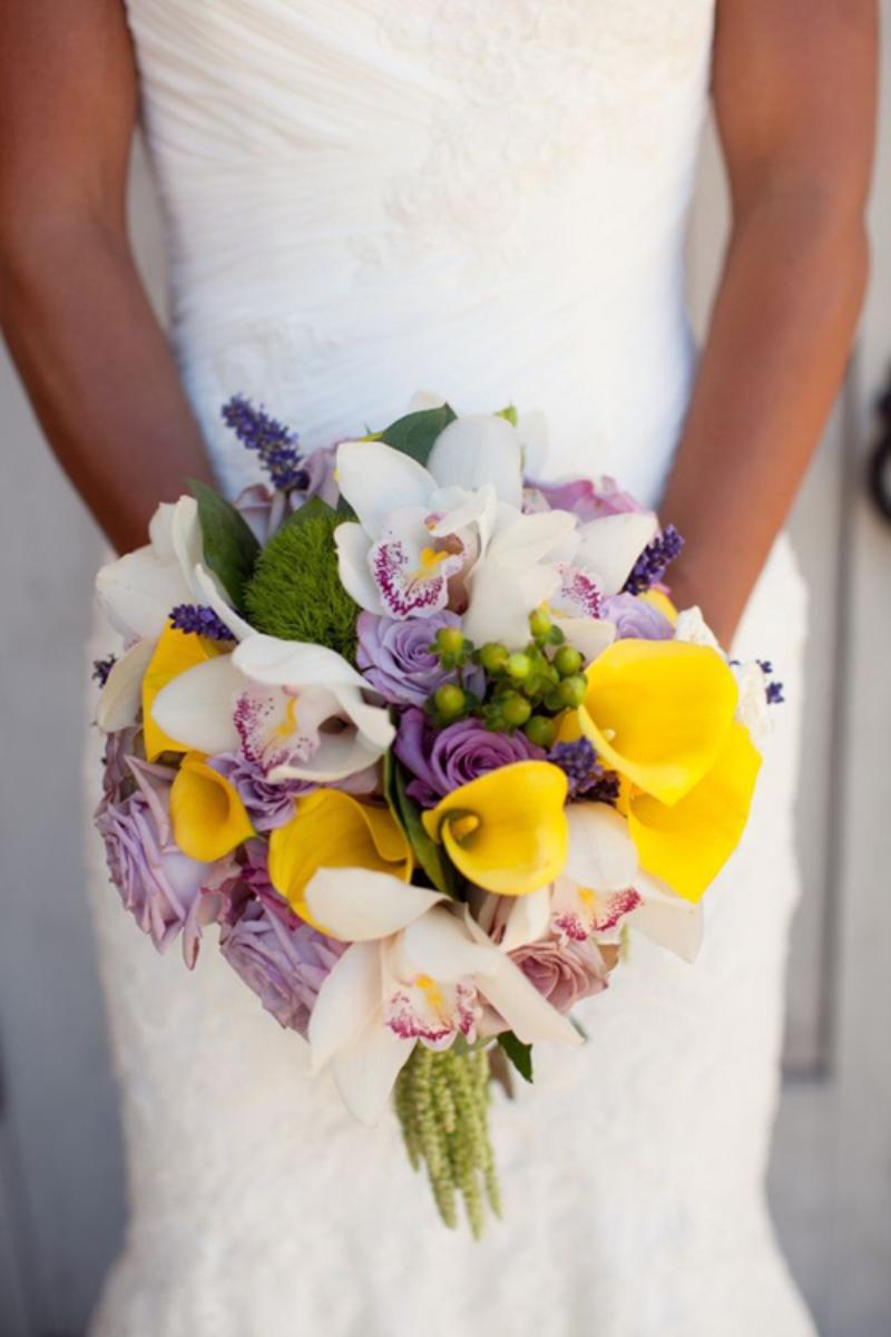 bó hoa cưới mix nhiều loại hoa