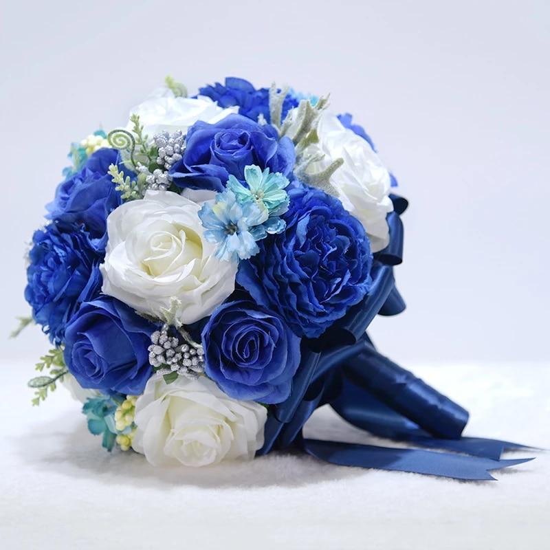 Bó hoa cưới cầm tay màu xanh dương từ hoa hồng xanh mix hoa hồng trắng