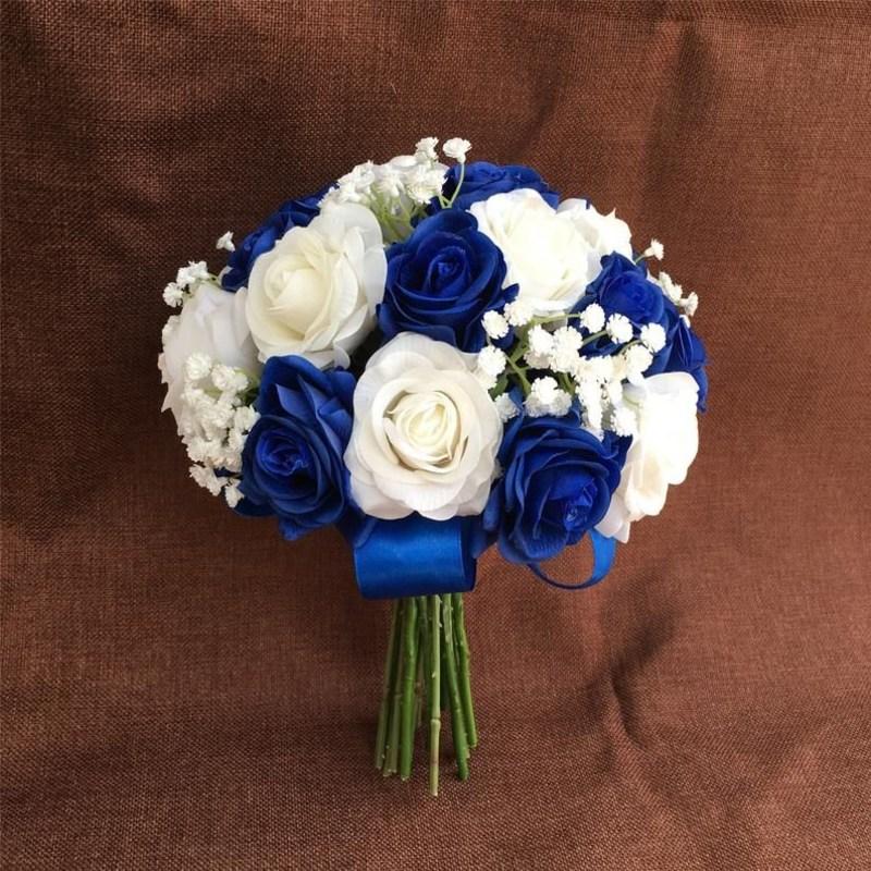 Bó hoa cưới cầm tay màu xanh dương mix hoa baby trắng