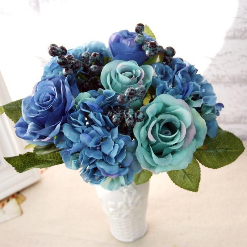 Bó hoa cưới cầm tay màu xanh dương từ hoa hồng mix cẩm tú cầu xanh