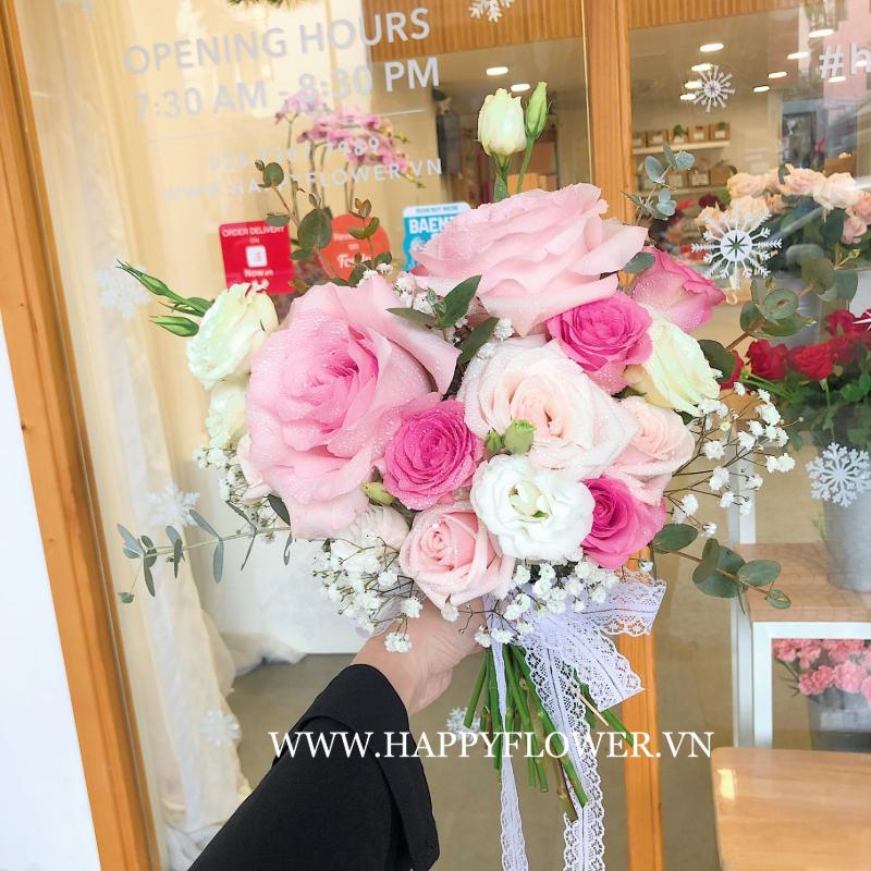 hoa cưới cầm tay kết hợp hoa hồng và hoa baby trắng