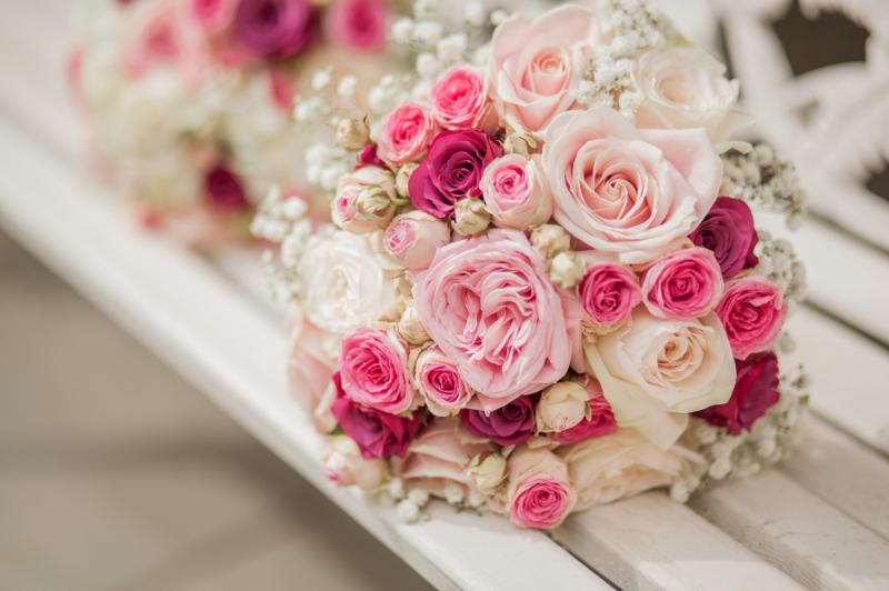 hoa cưới hoa hồng cầm tay