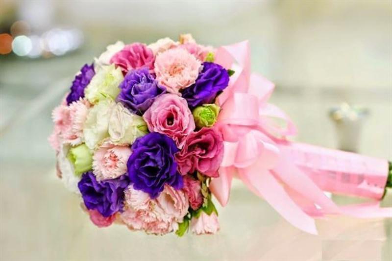 hoa cưới cầm tay cẩm chướng