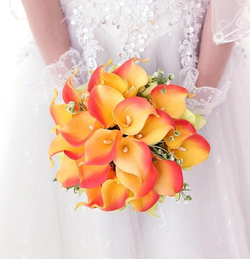 Bó hoa cưới cầm tay vàng từ hoa rum màu vàng cam