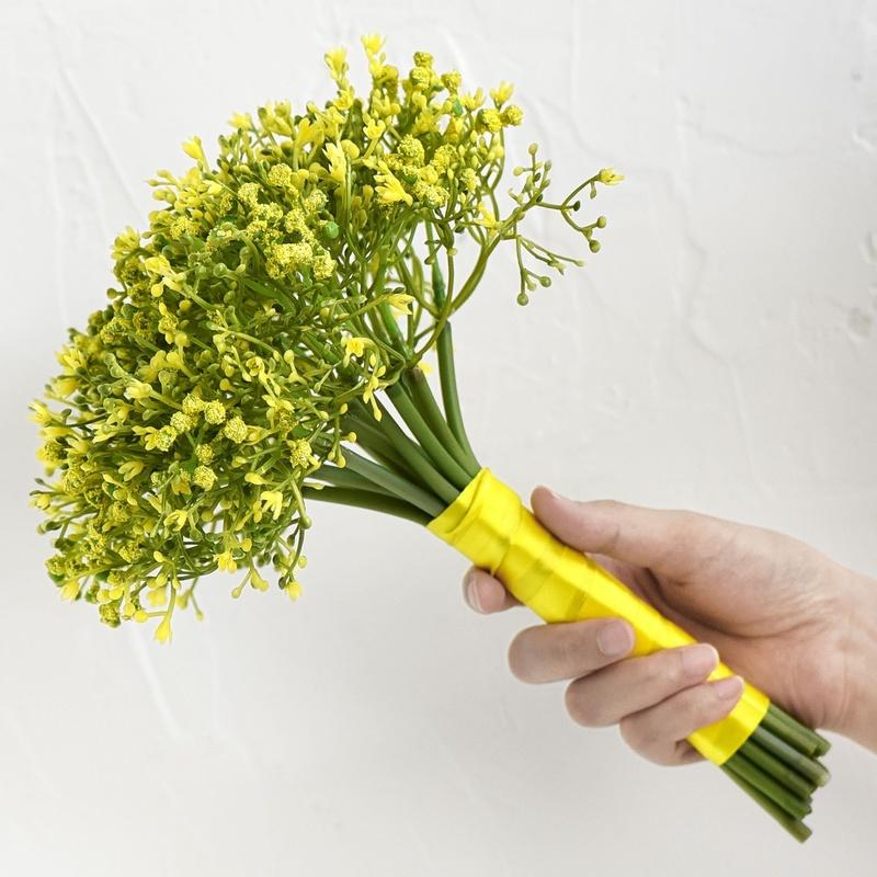 Bó hoa cưới cầm tay vàng từ hoa baby