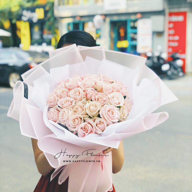 Bó hoa hồng màu pastel giấy gói hồng nhẹ nhàng