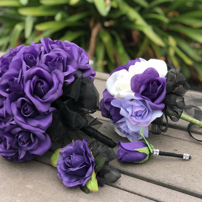 Hoa cưới cầm tay hoa hồng tím huyền bí