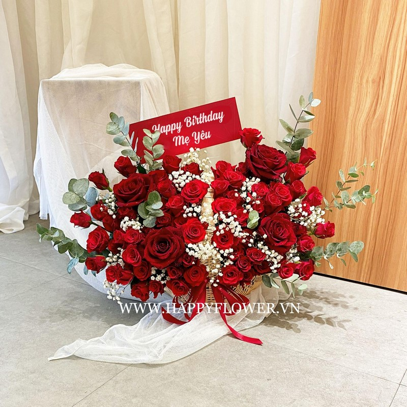 giỏ hoa hồng đỏ rực rỡ đẹp tặng mẹ