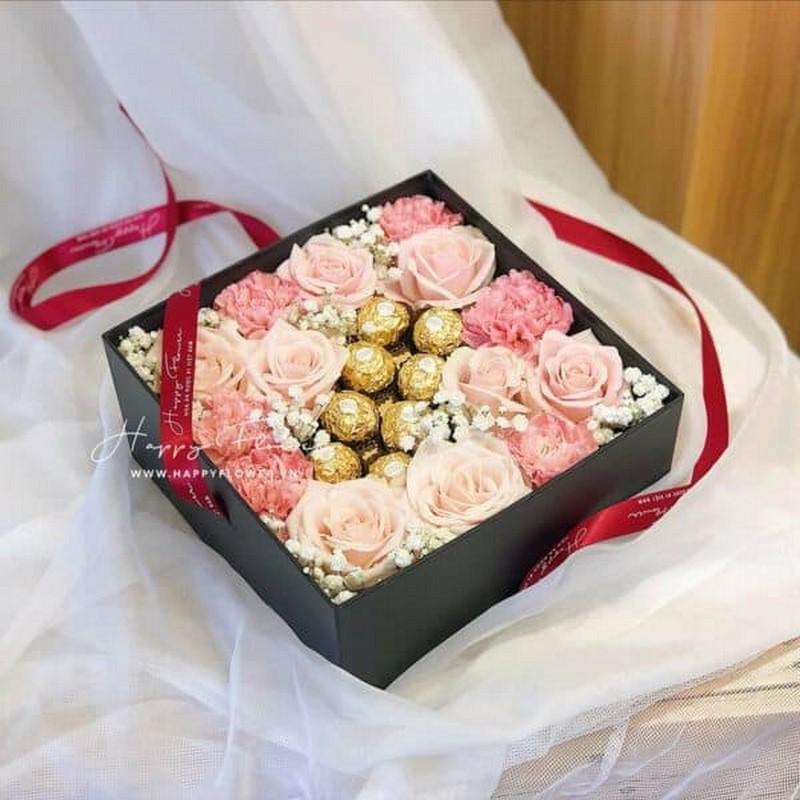 hộp hoa hồng và socola đẹp tặng mẹ