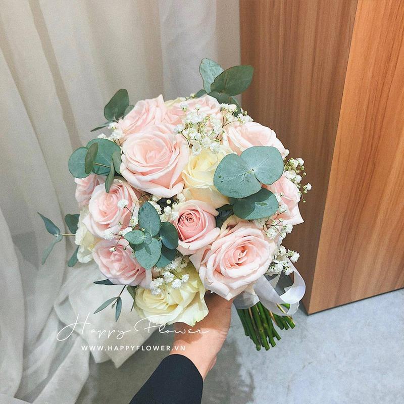 Bó hoa cầm tay hoa hồng phấn
