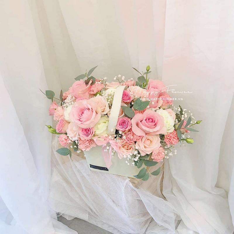 giỏ hoa hồng màu hồng nhạt, hồng đậm, màu trắng