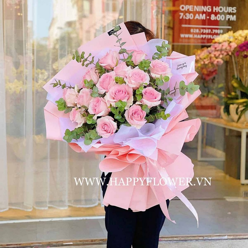 bó hoa hồng phấn màu hồng nhạt
