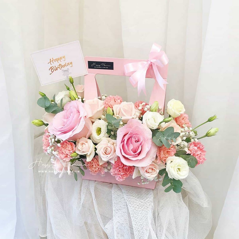 Giỏ hoa hồng màu hồng tặng sinh nhật