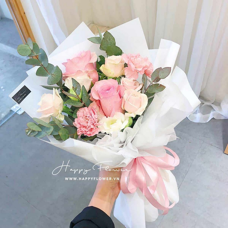 Bó hoa hồng màu hồng đậm và hồng nhạt