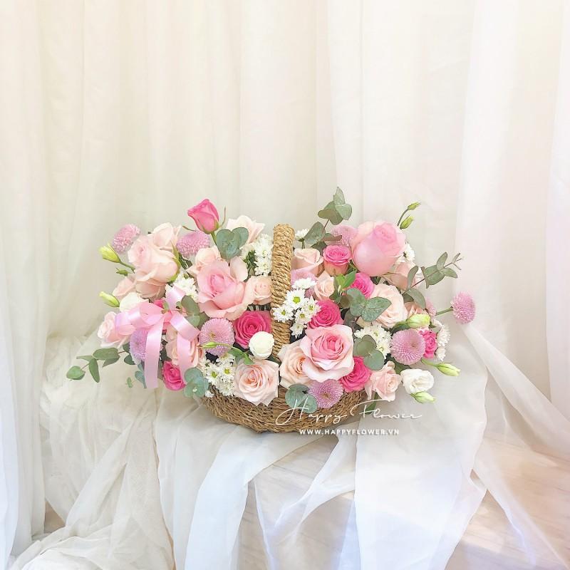 Giỏ hoa hồng được thiết kế cực kì tinh tế