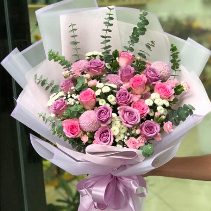 bó hoa hồng tím độc đáo