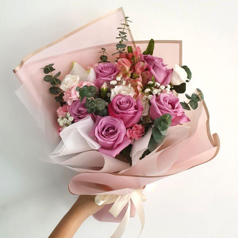 bó hoa tím gói giấy hồng