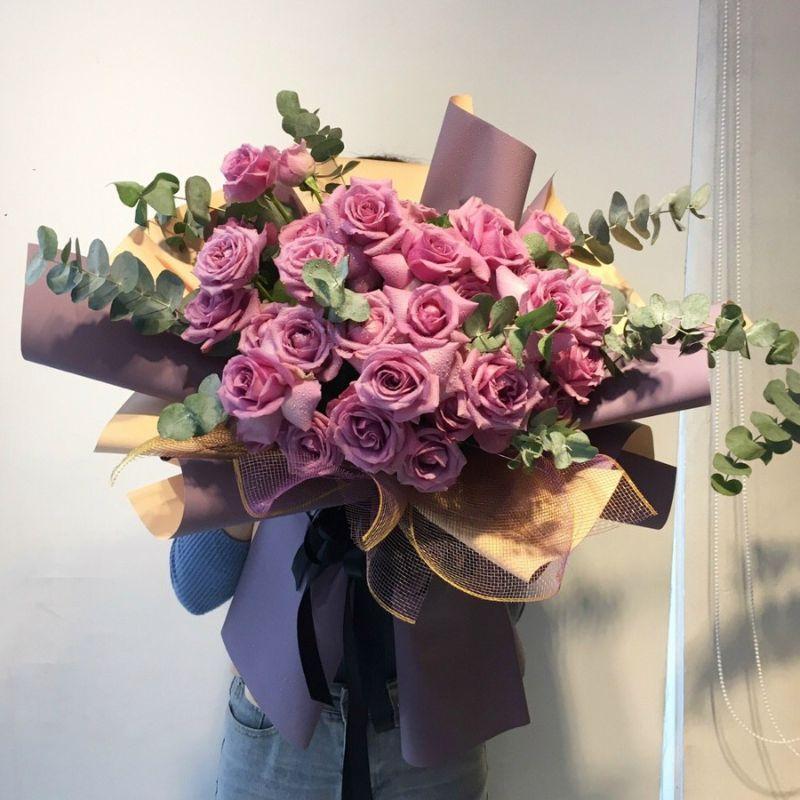 bó hoa hồng màu hồng tím