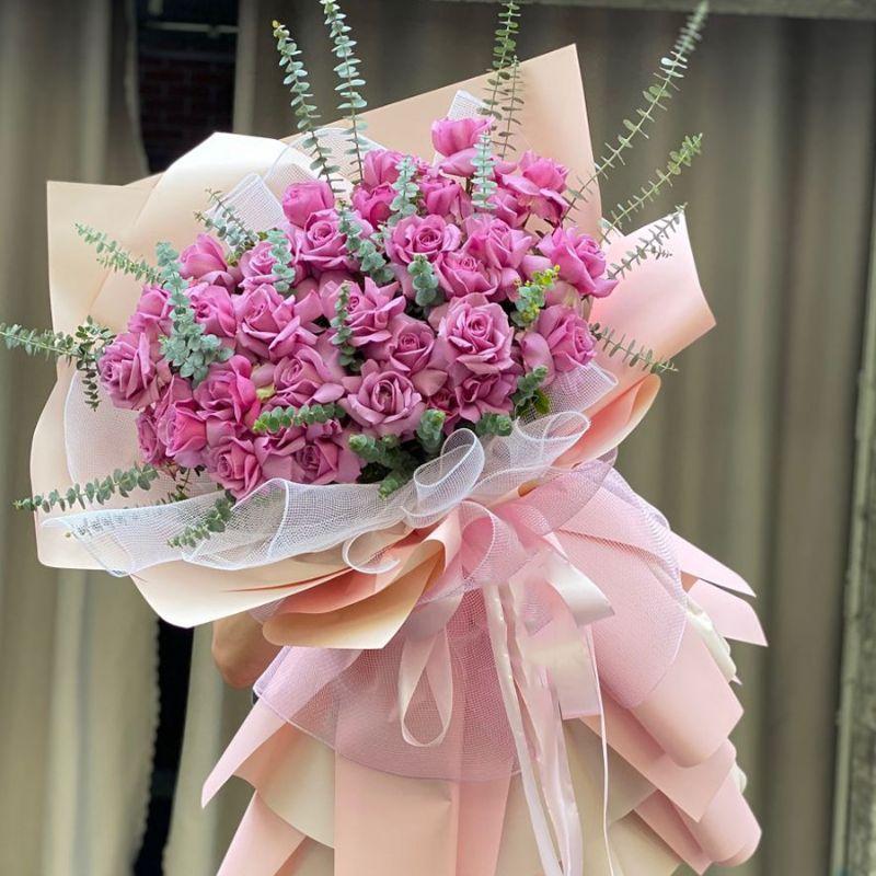bó hoa hồng màu tím